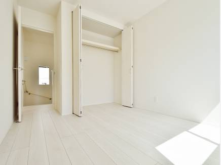 各居室にたっぷりの収納スペースを完備しました