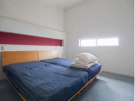 天井が高く主寝室におすすめな洋室