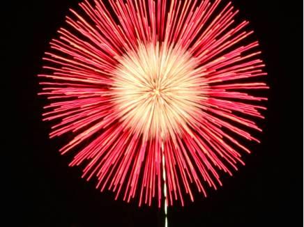 バルコニーからは花火大会を特等席で見ることができます。(平成29年8月5日横須賀花火大会撮影)