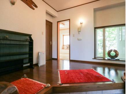 玄関はとても明るく人を招きたくなるお家となるでしょう。