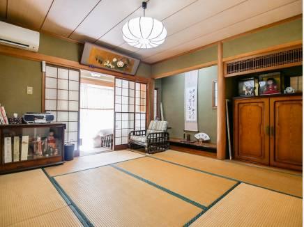 和室も2部屋あり、縁側でのんびり出来そうです。