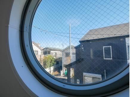 遊び心のある窓もあるんです