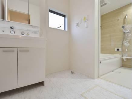 ゆとりの広さを確保した洗面室は朝の支度ゆっくりできそう
