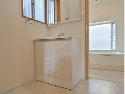 洗面台も新調され、さわやかな雰囲気に・・・