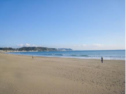 由比ガ浜の海まで徒歩2分(約160m)