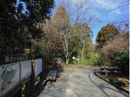 散在ガ池森林公園までお散歩はいかがでしょう(徒歩19分 約1500m)