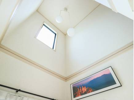 階段スペースも吹抜で開放感と明るさがたっぷり