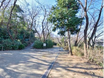 大平山公園まで徒歩3分(約230m)