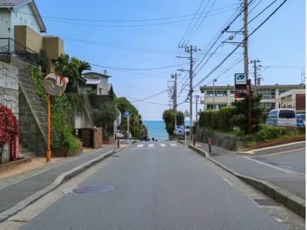 この道を通って海へ