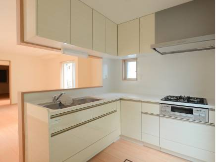 L字型のキッチンは収納も多く料理がしやすそう