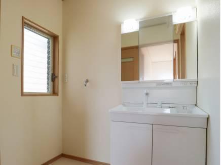 ゆったりサイズの洗面室
