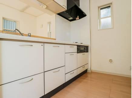 キッチン収納も豊富に完備