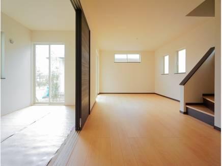 リビング横の和室はあると嬉しいスペースです(畳はこれから入ります)