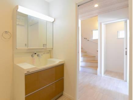 洗面室・バスルームは1階に集約しました