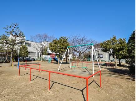桜小路公園まで徒歩4分(約300m)