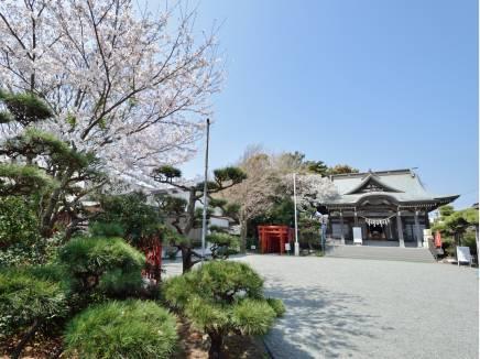鵠沼伏見稲荷神社まで徒歩2分(約120m)