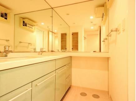 毎日使う場所だからこそ、より快適に!ダブルボウル洗面台が魅力です。
