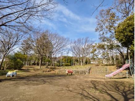 イトーピア中央公園まで徒歩3分(約200m)