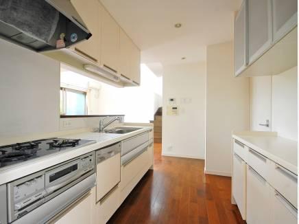 豊富なキッチン収納が魅力的ですね。