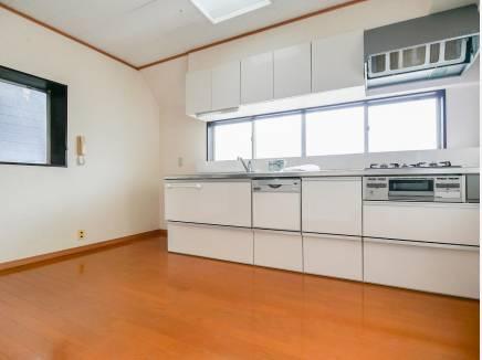 キッチンに広く窓があるので、換気もバッチリできそう
