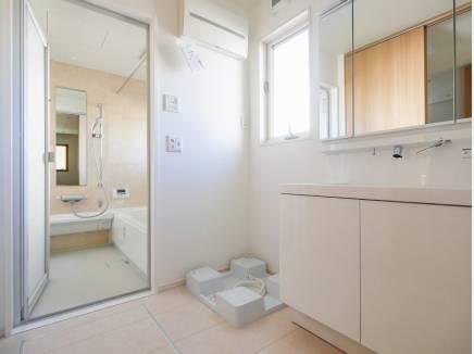 爽やかな雰囲気の洗面室・バスルーム