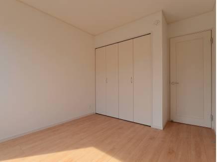 各居室にたっぷりの収納スペースがあるんです