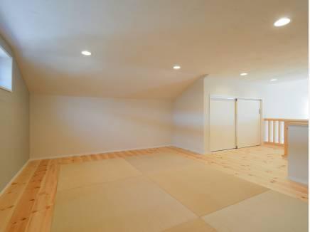 一部が琉球風畳のロフトはお部屋としても使えそう