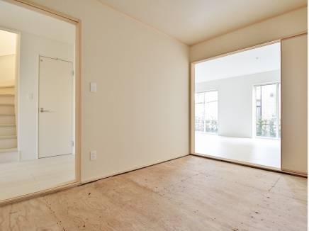 和室は様々な使い方が出来る便利な空間(畳はこれから入ります)