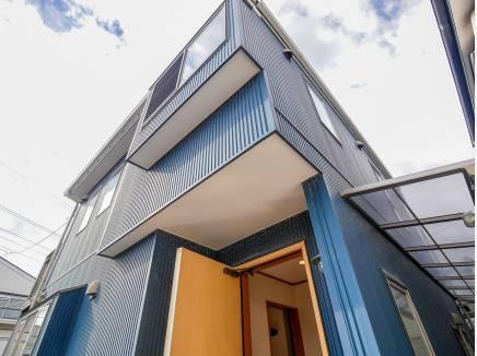 ガリバニウム鋼板の外壁がとてもカッコいいですね。