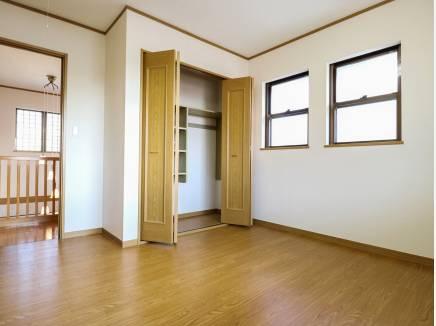 各居室の収納スペースも豊富に完備