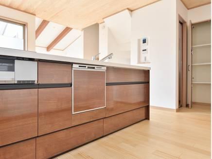 食洗機を完備したシステムキッチン