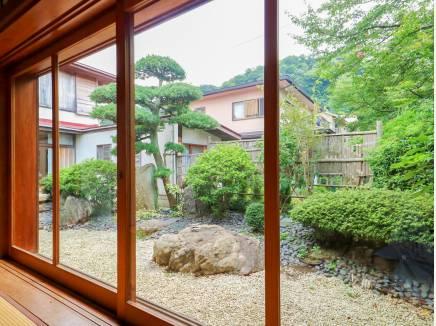 季節の移ろいを室内からも眺められる造りが自慢です。