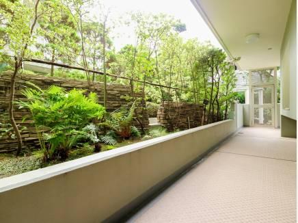 緑を多く配し暮らしにゆとりを演出、管理の行き届いたマンションです。