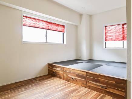 畳コーナーの下は収納スペースとなった嬉しい造り