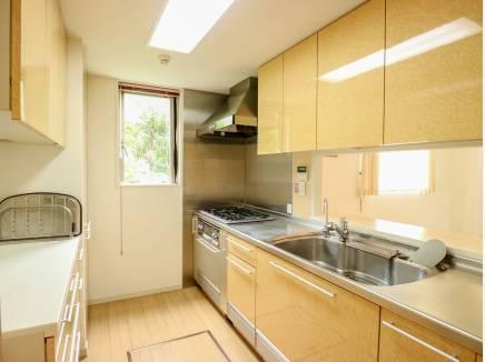 キッチンカウンターは、通路幅を10cm広げて更に動きやすくなりました。