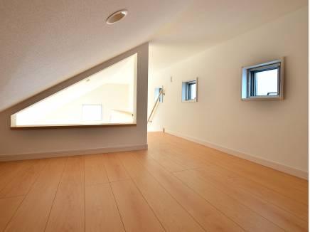 秘密基地みたいなロフトにちょっとワクワク 固定階段も嬉しいポイント