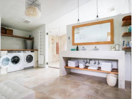 広々と開放的な洗面室 家事動線も良好