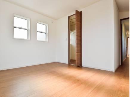 主寝室におすすめな7.8帖の洋室にもウォークインクローゼットがあります