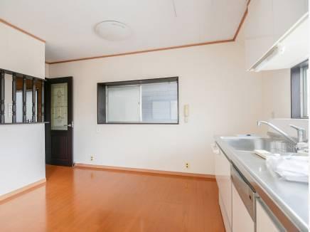 三面採光の心地良い明るさのダイニングキッチン