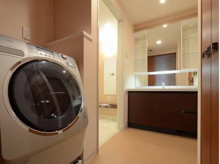 ゆとりの広さのある洗面室