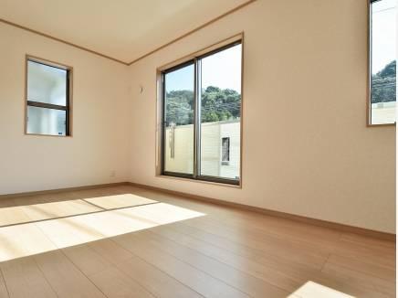 室内からも緑を望める癒しの住空間