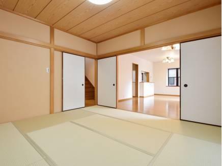 リビング横の和室は客間としても重宝できます