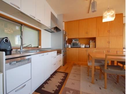 広いシステムキッチン ホームパーティも出来ます。