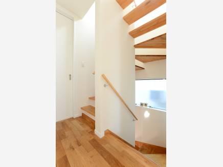 デザイン性が魅力なスケルトン階段。