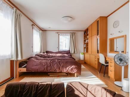 広々とした主寝室は14.3帖の広さ