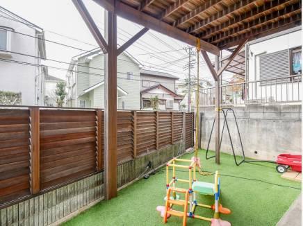 リビング横のお庭スペースは外から出入りもできるようにしました。