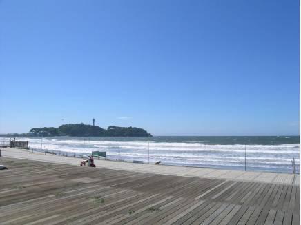 徒歩8分(約600m)の海風テラスまでお散歩はどうでしょうか