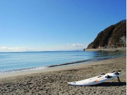 逗子海岸まで徒歩6分(約450m) 海風を感じてください