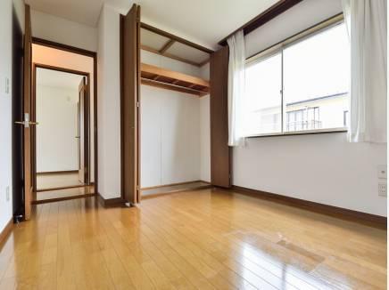 洋室はどんな家具も合わせやすいシンプルな造り