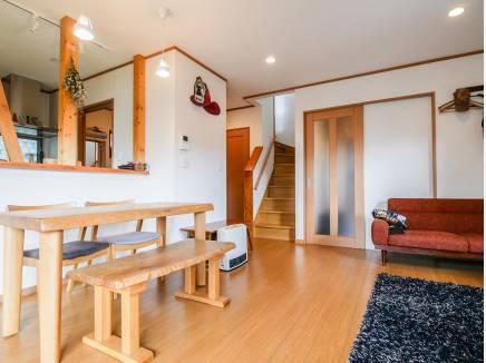 どんな家具でも合う木の温もり溢れる造りとなっています。